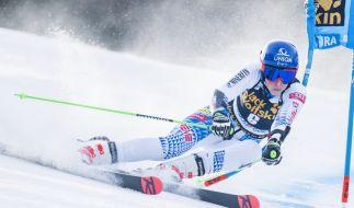 Beim Riesenslalom im Ski-alpin-Weltcup der Damen in Kranjska Gora legt sich Petra Vlhova (Slowakei) mächtig ins Zeug. (Foto)