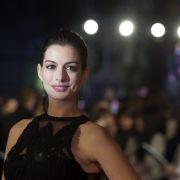 Tiefer geht's nicht! Schauspielerin verblüfft mit Dekolleté-Hammer (Foto)
