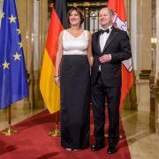 Olaf Scholz und seine Ehefrau Britta Ernst warten im Hamburger Rathaus, vor dem Beginn des Matthiae Mahl, auf die Ehrengäste (2018).