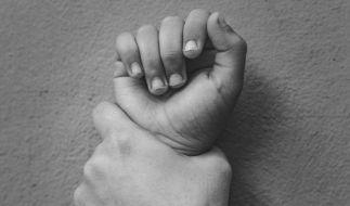 Zwei Schwestern haben ihren Vater getötet. (Foto)