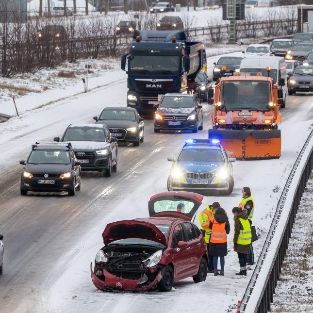 Mehrere Verletzte, mindestens ein Toter nach Winter-Crashs (Foto)