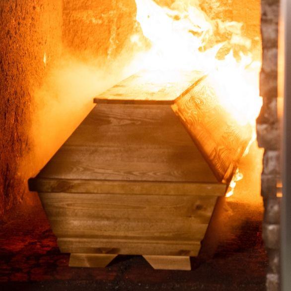 Verbrannte Corona-Leichen könnten Menschen vergiften (Foto)