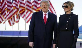 Donald und Melania Trump bei der Abschiedszeremonie am Mittwoch. (Foto)