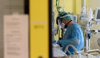 In Baden-Württemberg ist ein Mann nach einer zweiten Corona-Infektion gestorben. (Symbolbild) (Foto)