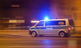 Nach dem Tod zweier Menschen aufgrund eines Pkw-Unfalls in Neumünster schwebt eine dritte Person in Lebensgefahr (Symbolbild). (Foto)