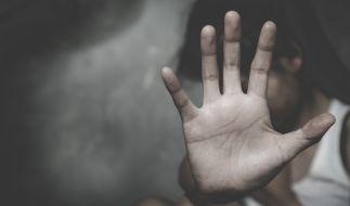 Eine bewusstlose Frau wurde in London von vier Männern vergewaltigt. (Symbolfoto) (Foto)