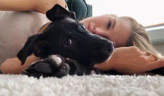 Kim Riekenberg und ihr Hund Mio. (Foto)