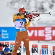 Biathlon: Benedikt Doll beim Anschießen am Schießstand am 17.01.2021