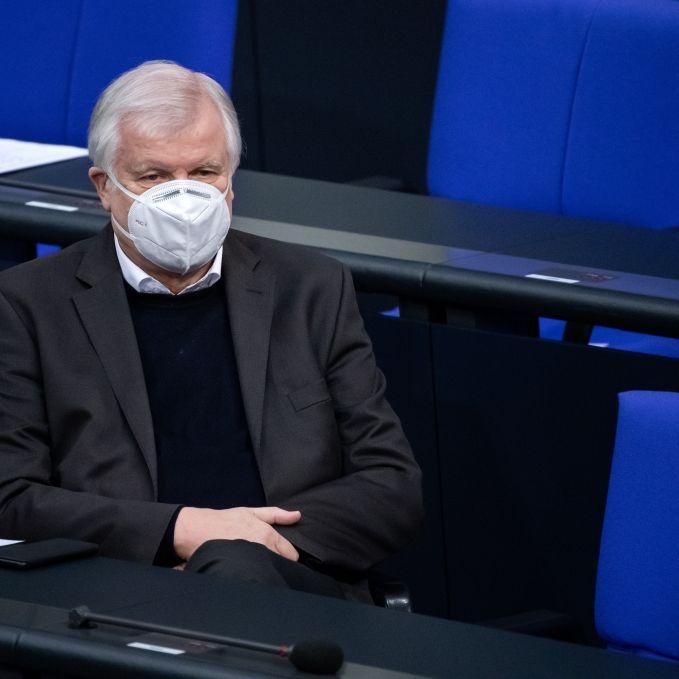 Reiseverzicht sei Bürgerpflicht! Seehofer verteidigt Bestimmung (Foto)
