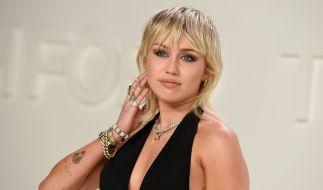 Miley Cyrus gab ihren Fans auf Instagram schon mal einen heißen Vorgeschmack auf ihren Super Bowl-Auftritt. (Foto)