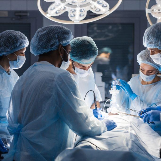 Unfallopfer bekommt neues Gesicht und zwei Hände transplantiert (Foto)