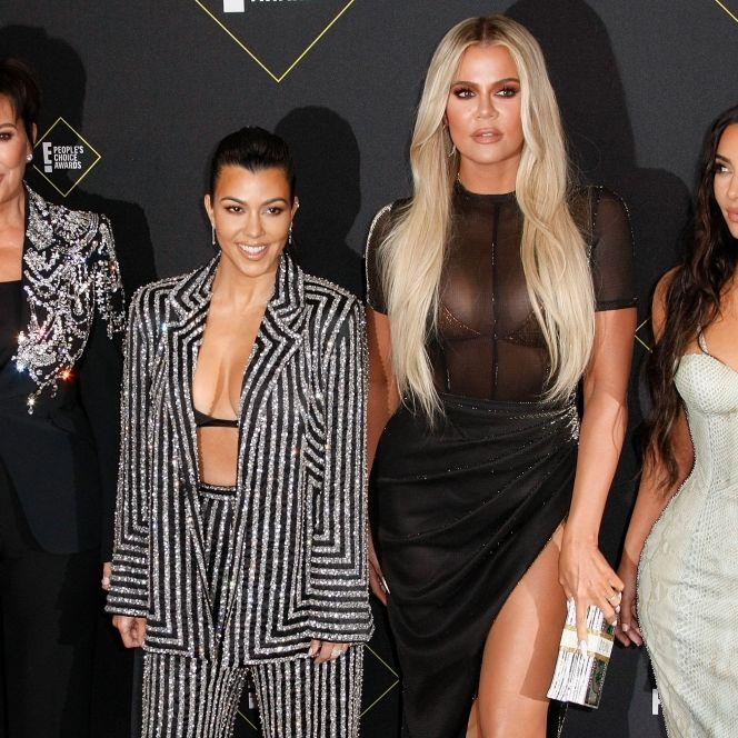 Knackiger Blitzer! Kim Kardashians Schwester bringt sich im Einteiler in POse (Foto)