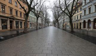 Wie lange bleiben Europas Straßen noch leer? Wissenschaftler fordern, dass eine Verlängerung der Corona-Maßnahmen bis 2022. (Foto)