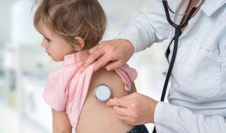 In Großbritannien häufen sich die Meldungen von Kindern mit schweren Covid-19-Symptomen sowie mit Long Covid. (Foto)