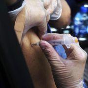 Kommen Kneipen-Bann und Flugverbote für Impf-Muffel? (Foto)