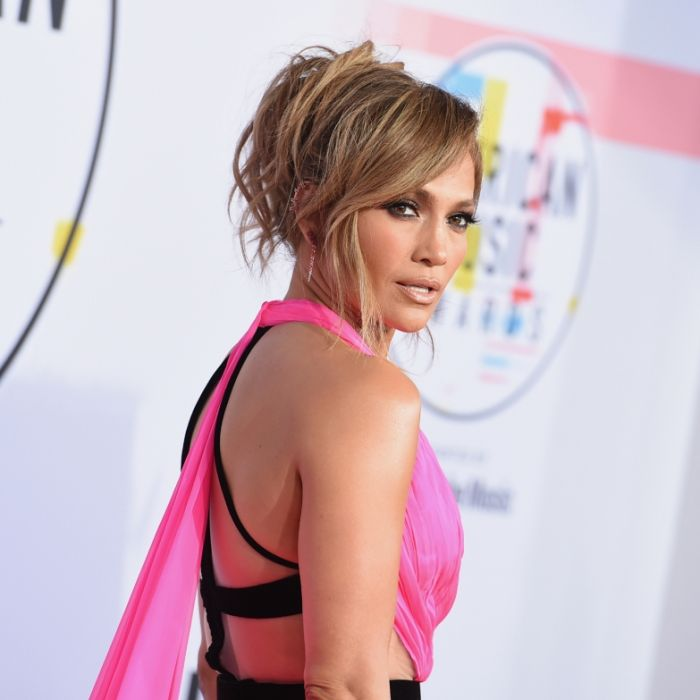 """""""Oben ohne""""-Verlockung! J.Lo reizt Fans mit Schmuckstücken und neuer Frisur (Foto)"""