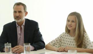 Prinzessin Leonor von Spanien, hier mit ihrem Vater König Felipe, muss ihr Elternhaus für zwei Jahre verlassen. (Foto)