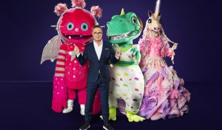 """Matthias Opdenhövel bittet in der 4. Staffel von """"The Masked Singer"""" zum TV-Rätsel: Welche Promis stecken in den kunstvollen Masken, wer ist der Monstronaut, wer das Einhorn, wer der Dinosaurier? (Foto)"""