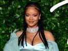 Rihanna oben ohne