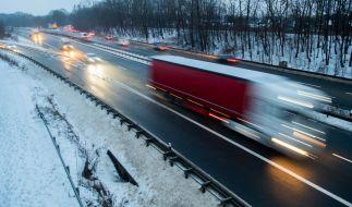 Der Deutsche Wetterdienst (DWD) warnt davor, dass aufgrund überfrierender Nässe örtlich mit Glatteis gerechnet werden muss. (Foto)