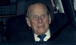 Prinz Philip, der Herzog von Edinburgh, wurde ins Krankenhaus gebracht. (Foto)