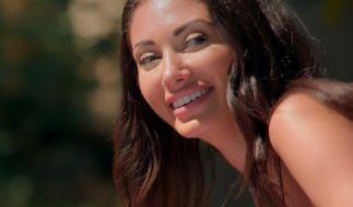 Francesca Farago zeigt sich im verschnürten Domina-Look. (Foto)