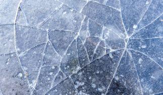 Das Mädchen brach durch die dünne Eisschicht. (Foto)