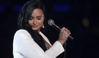 Bei Demi Lovato wird das Oberteil durchsichtig. (Foto)