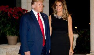 Muss Melania Trump sich Sorgen machen? Ihr Ehemann Donald Trump neckt derzeit leidenschaftlich eine andere Lady (Foto)