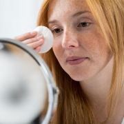 Krebserregend! DIESE Mizellenwasser fielen im Test durch (Foto)