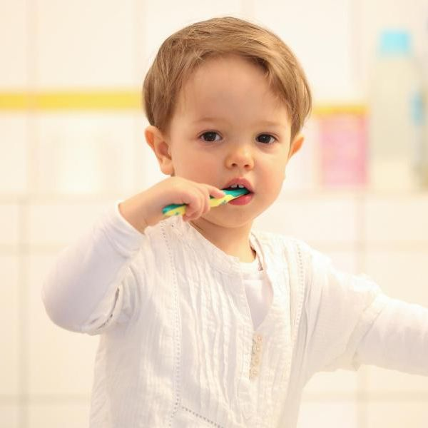 DIESE Kinderzahncremes halten Milchzähne sauber und gesund (Foto)