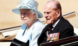 Wieso besucht Queen Elizabeth II. ihren kranken Mann Prinz Philip nicht in der Klinik? (Foto)