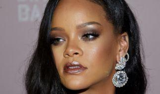 Rihanna posiert in Unterwäsche auf einer Picknickdecke - die Fans werden hungrig. (Foto)