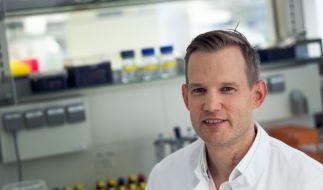 Professor Hendrik Streeck, Direktor des Institut für Virologie an der Uniklinik in Bonn, im März 2020 in einem Labor seines Institutes. (Foto)
