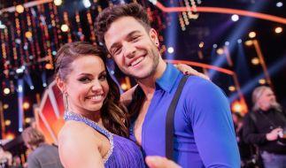 """Süßes Paar Christina Luft und Luca Hänni: Sie lernten sich 2020 bei """"Let's Dance"""" kennen. (Foto)"""