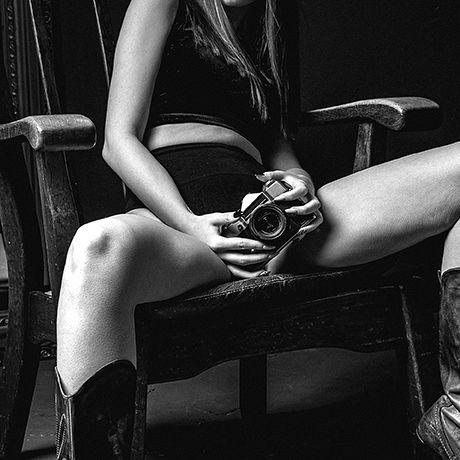 Künstlerin fotografiert Liebhaber mit Kamera in ihrer Vagina (Foto)