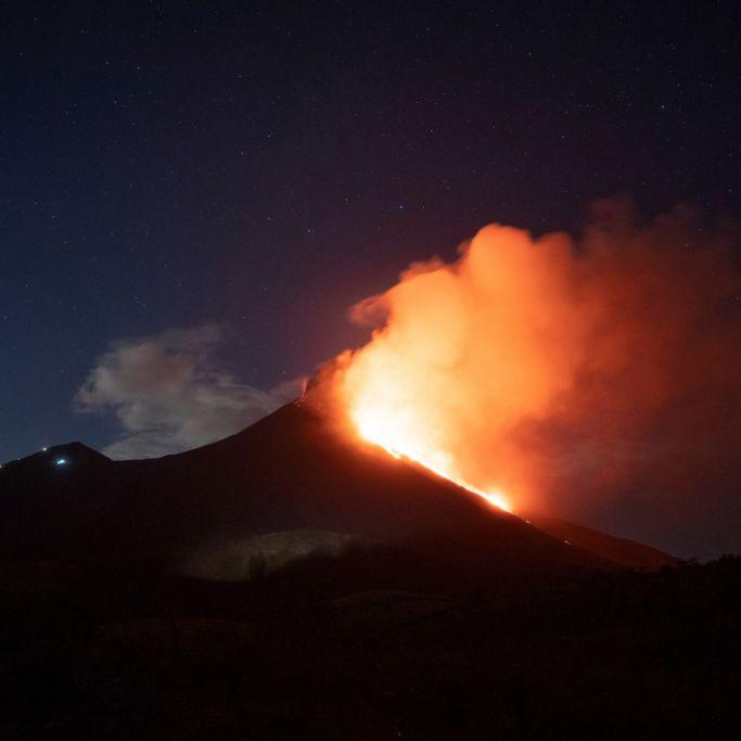 Apokalyptische Lavaströme! Vulkan speit Feuer und Glut (Foto)