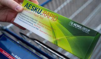 Die Schnelltests waren bei Aldi am Samstag schnell ausverkauft. Wo können Verbraucher noch Antigentests kaufen? (Foto)