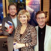 Kim Fisher (M.), Jörg Kachelmann (l.) und Jan Hofer (r) im Jahr 2000 vor der ersten Live-Sendung der MDR-Talkshow