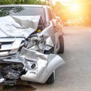 Horror-Crash! Auto erfasst Fußgänger - drei Menschen tot (Foto)