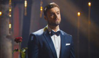 Bachelor Niko Griesert verteilt seine letzte Rose. (Foto)