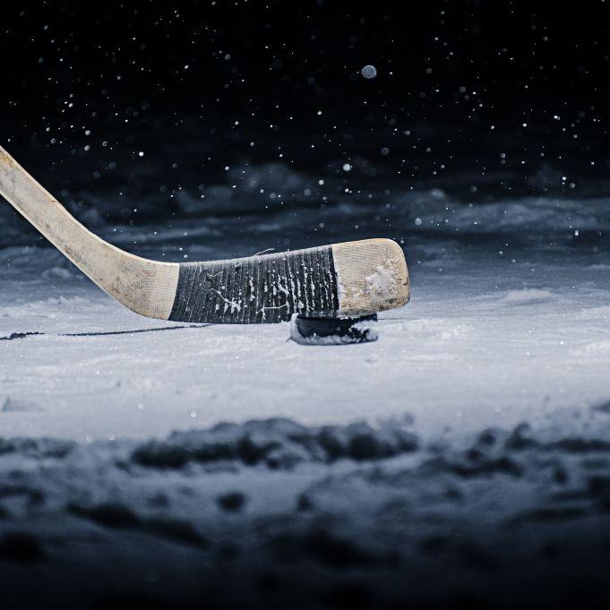 Mit nur 19 Jahren! Puck zertrümmert Schädel von Eishockey-Star (Foto)