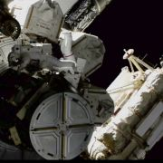 Alien-Wirbel bei der ISS - UFO hinter Astronaut gesichtet (Foto)