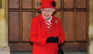 Queen Elizabeth II. steht die Freude über den doppelten Familienzuwachs förmlich ins Gesicht geschrieben. (Foto)