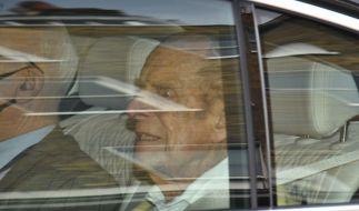 Zwar wurde Prinz Philip wieder aus dem Krankenhaus entlassen, die Sorgen um den Ehemann der Queen bleiben. (Foto)