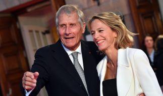 Der Moderator und Journalist Ulrich Wickert ist mit seiner Frau Julia Jäkel gern gesehener Gast auf den roten Teppichen des Landes (Foto)