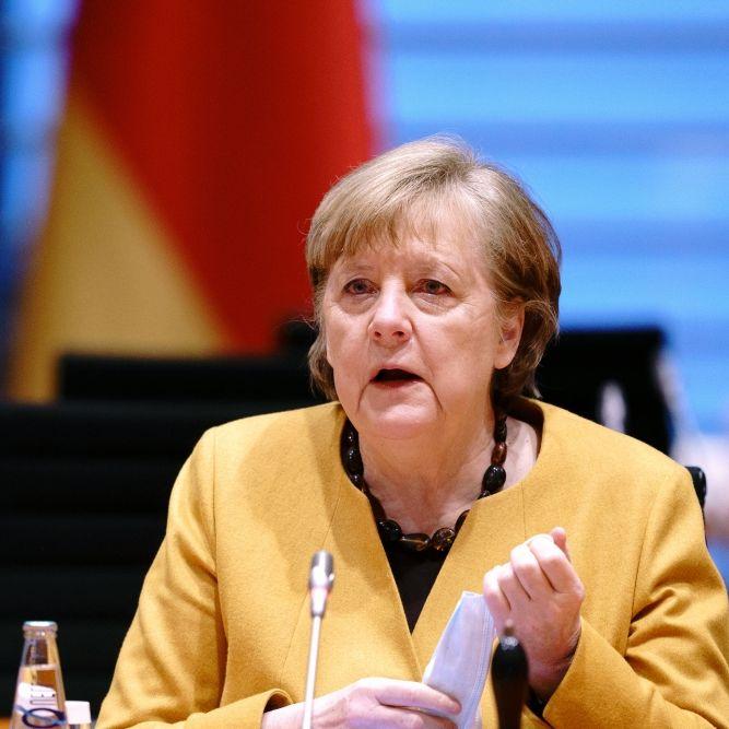 Bundesregierung prüft Reiseverbot ins Ausland - Merkel lehnt Vertrauensfrage ab (Foto)