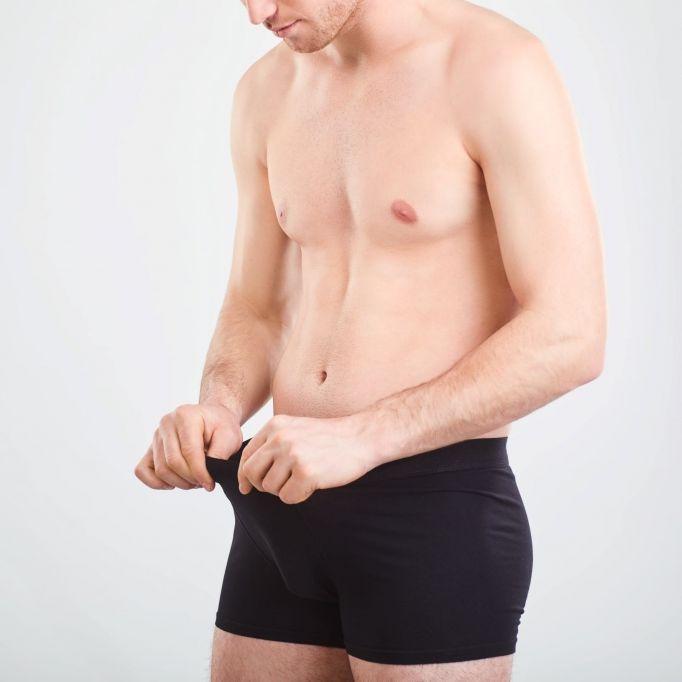 Während er schlief! Frau schraubt untreuem Mann Metallmutter auf Penis (Foto)