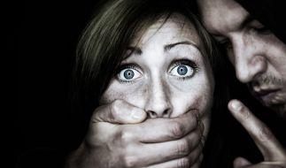 Berichten zufolge hat ein Polizist eine Frau vergewaltigt. (Foto)