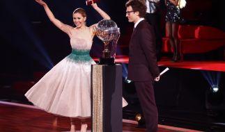 """Das Moderatorenduo Victoria Swarovski und Daniel Hartwich freut sich schon auf die Tänze der 4. Live-Show von """"Let's Dance"""" 2021. (Foto)"""